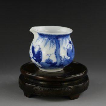 14U122手绘青花风景人物图 公道杯