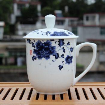 CBDI40-K-01手工高档骨瓷将军杯 青花花卉图茶杯 品茗杯 大号老板杯尺寸:高 17cm 净高 12cm 口径 11cm 容量 850ml 重量 600g