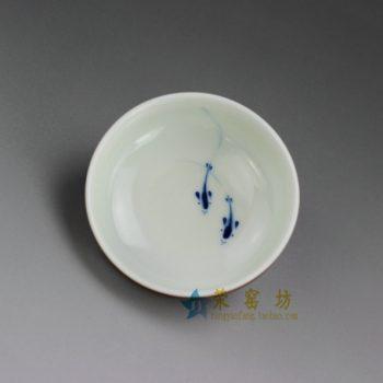 RYQN36 8121花色釉手工青花游鱼图茶杯 品茗杯 功夫茶具 尺寸:口径 7.6厘米 高 2.8厘米 容量 55毫升