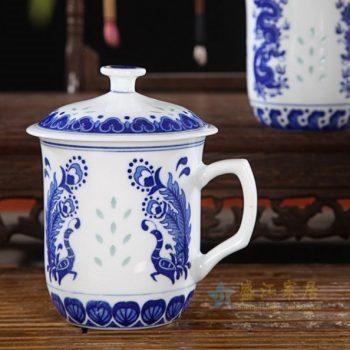 CBAF05 05青花玲珑孔雀开屏屏画带盖茶杯 品茗杯 老板杯 办公杯 尺寸:口径 10厘米 高 15厘米 容量 500毫升