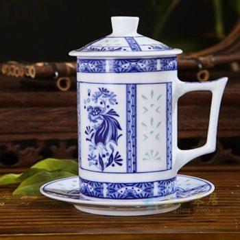 CBAF02 07富玉青花玲珑金鱼水草屏画茶杯 带盖带托茶杯 老板杯 尺寸:口径 7.3厘米 高 14厘米 容量 380毫