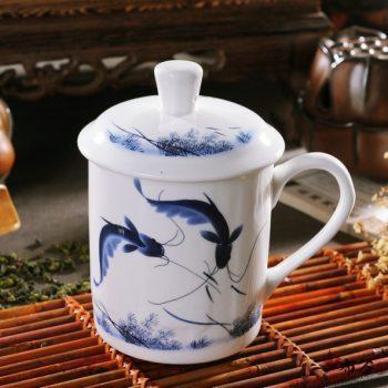 CBDI43-P-13手工青花斗彩年年有余图茶杯 品茗杯 老板杯尺寸 高15cm口径9cm容量550ml