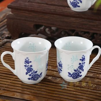 CBAF03 05富玉青花玲珑花卉纹迎香杯 茶杯 品茗杯 尺寸:口径 8厘米 高 8厘米