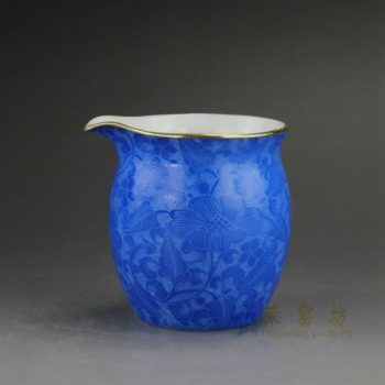 RZDD31-G 0753景德镇陶瓷 手绘镂雕扒花 爬花蓝色公道杯 公杯 功夫茶具 尺寸:口径 6.6厘米 肚径 7.2厘米 高 7.6厘米 容量 190毫升