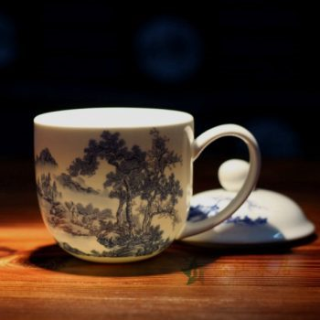 CBDI47-A手绘青花骨瓷茶杯 带盖泡茶杯 老板杯 办公杯 尺寸:口径 9.2厘米 盖径 10厘米 高 12.8厘米 容量 350毫升