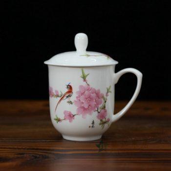 CBDI33-E手绘粉彩水点桃花骨瓷茶杯 带盖泡茶杯 老板杯 尺寸:口径 8.6厘米 盖径 9.6厘米 高 13.6厘米 容量 380毫升