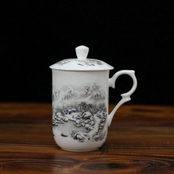 CBDI48-B手绘粉彩雪景图骨瓷茶杯 带盖泡茶杯老板杯办公杯 尺寸: 口径 7.7厘米 盖径 8.6厘米 高 13.8厘米 容量 350毫升