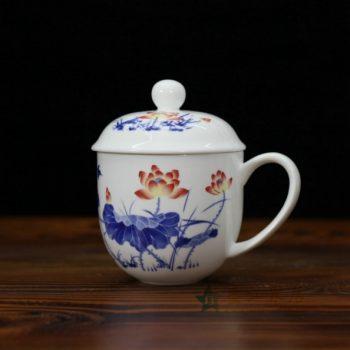 CBDI47-F手绘青花斗彩荷莲图骨瓷茶杯 带盖泡茶杯 老板杯 办公杯 尺寸:口径 9.2厘米 盖径 10厘米 高 12.8厘米 容量 350毫升