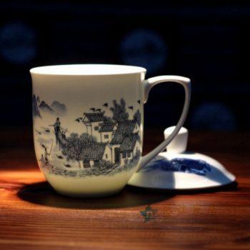 CBDI40-O 手绘青花美丽乡村图纹茶杯 带盖老板杯 办公杯 尺寸:口径 11.2厘米 盖径 12.3厘米 高 17.5厘米 容量 750毫升