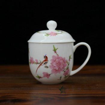 CBDI47-C手绘粉彩水点桃花骨瓷茶杯 带盖泡茶杯 老板杯 办公杯 尺寸:口径 9.2厘米 盖径 10厘米 高 12.8厘米 容量 350毫升