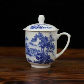 CBDI33-F手绘青花骨瓷茶杯 带盖泡茶杯 老板杯 办公杯 尺寸:口径 8.6厘米 盖径 9.6厘米 高 13.6厘米 容量 380毫升