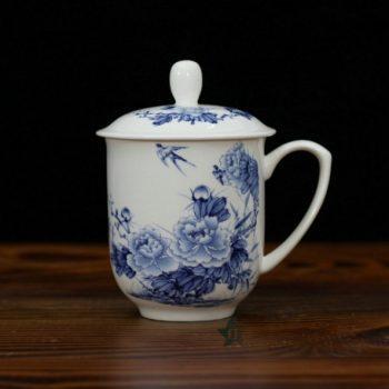 CBDI33-B手绘青花骨瓷茶杯 带盖泡茶杯 老板杯 办公杯 尺寸:口径 8.6厘米 盖径 9.6厘米 高 13.6厘米 容量 380毫升