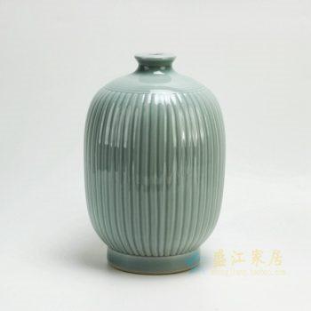 RYMA96 2548颜色釉 雕刻瓜棱纹花瓶 花插 工艺装饰摆件 尺寸:口径 5.5厘米 肚径 18.2 厘米 高 27.3 厘米