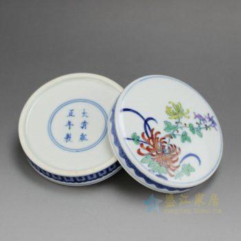 14AS141-D 2384仿古手绘青花斗彩菊花图纹印泥盒 尺寸:口径 8.6厘米 肚径 9.5厘米 高 3.8厘米