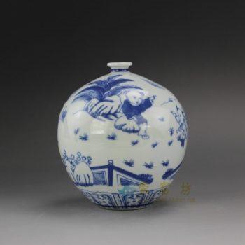 RYUJ17 手绘青花童趣婴戏图球瓶 花瓶 花插 尺寸:口径 2.5厘米 肚径 13厘米 高 14.3厘米