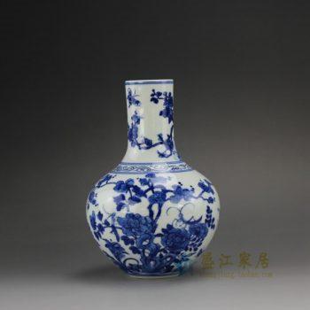 14DD14 手绘青花花卉蝴蝶图天球瓶 花瓶 花插 尺寸:口径 4.5厘米 肚径 12.6厘米 高 18.6厘米