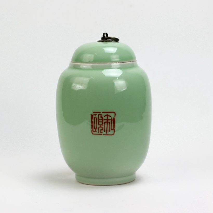 为上海颐和四季定制的一款豆青釉茶叶罐