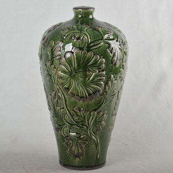 XY16-0709-7 (150)   景德镇   深绿色  颜色釉雕刻花瓶    艺术瓶   摆件品