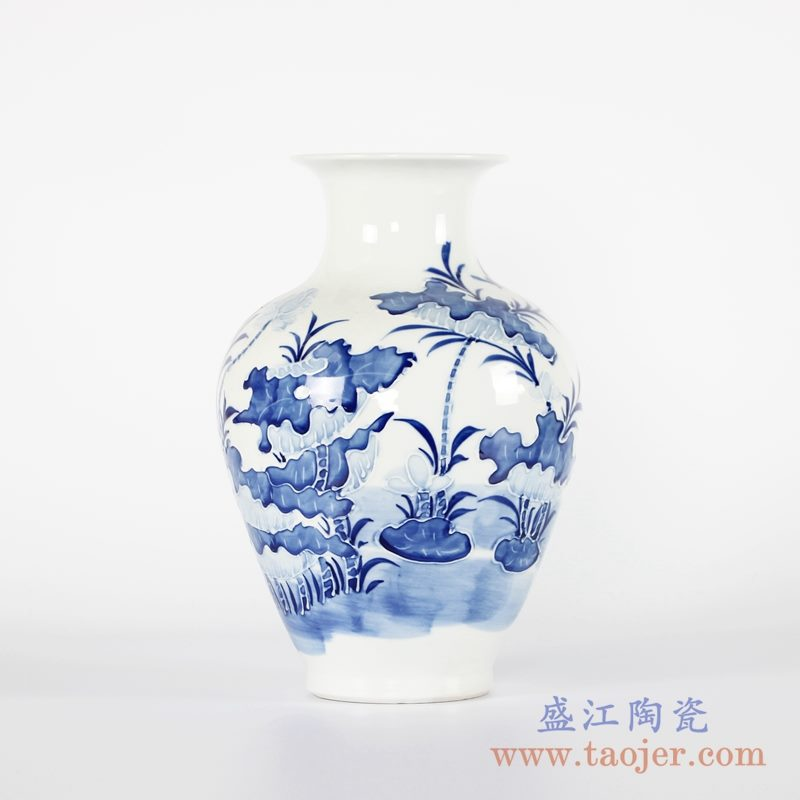 RYCI53-A 青花荷花雕刻花瓶
