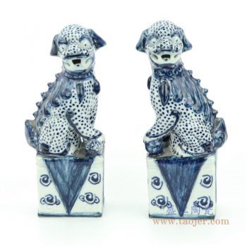RZGB22 景德镇陶瓷 青花雕塑瓷坐台狮子一对摆件
