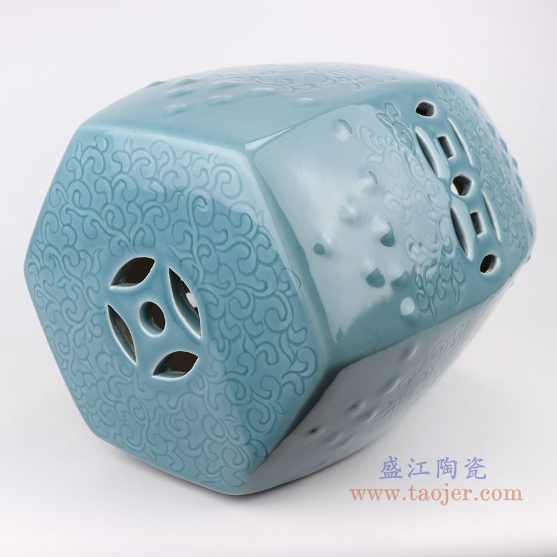 RYIR137 影青浅蓝雕刻陶瓷凳子   纹饰细节图