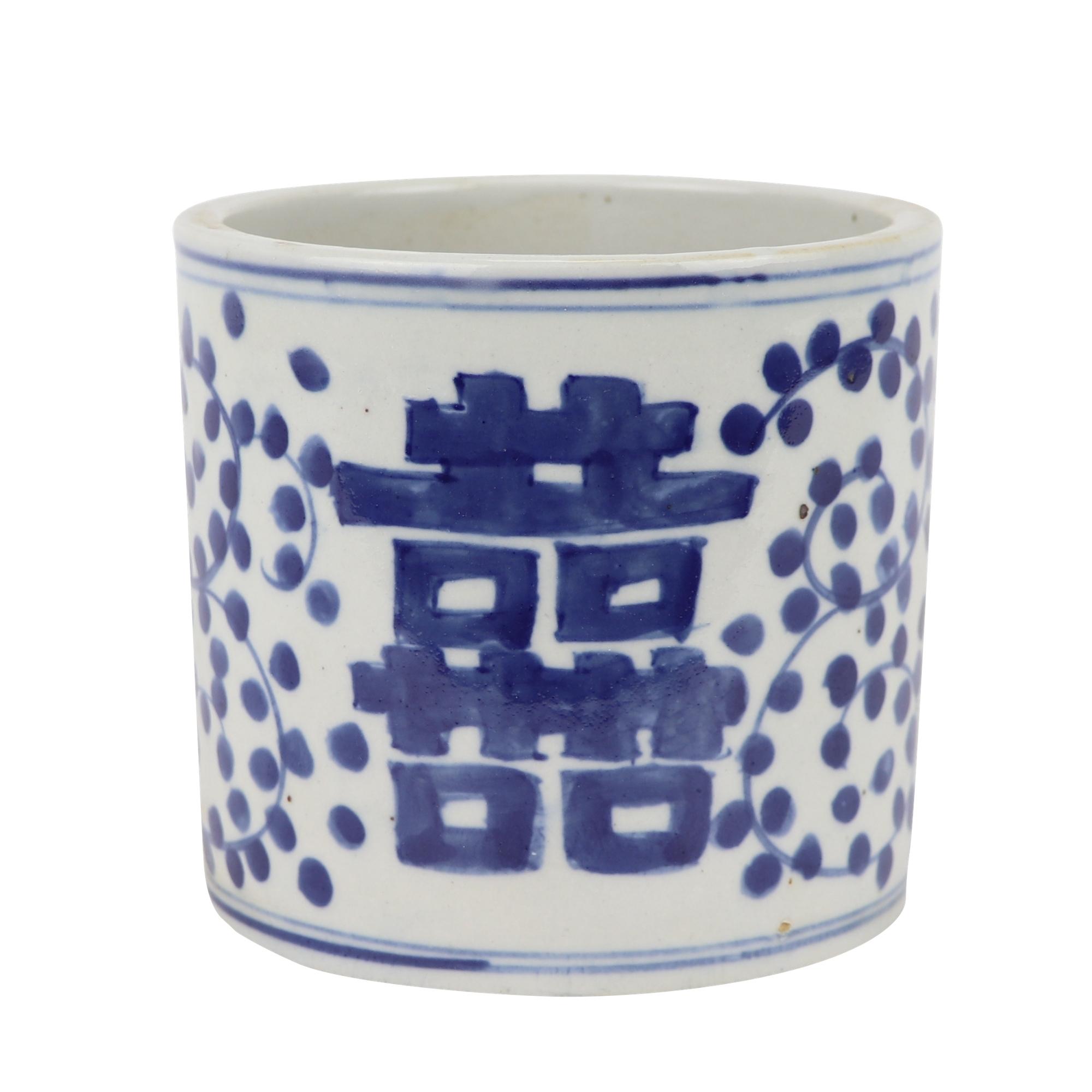 青花瓷喜字纹设计的圆形笔筒