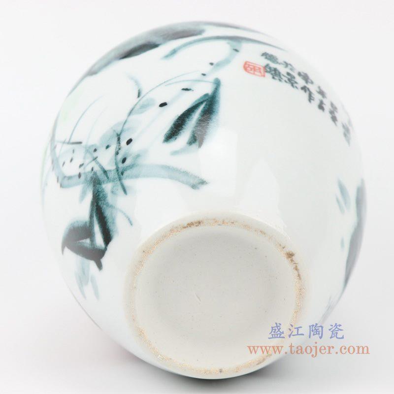 上图:RZQS01手绘釉下彩写意荷花花鸟花瓶底部 购买请点击图片