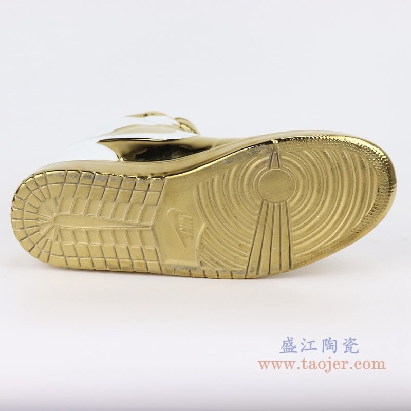 上图:RZQU02白底镀金陶瓷雕刻耐克鞋子NIKE AJ 底部 购买请点击图片