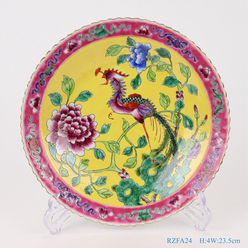 上图:粉彩黄色底凤凰牡丹纹9寸镀金花边盘