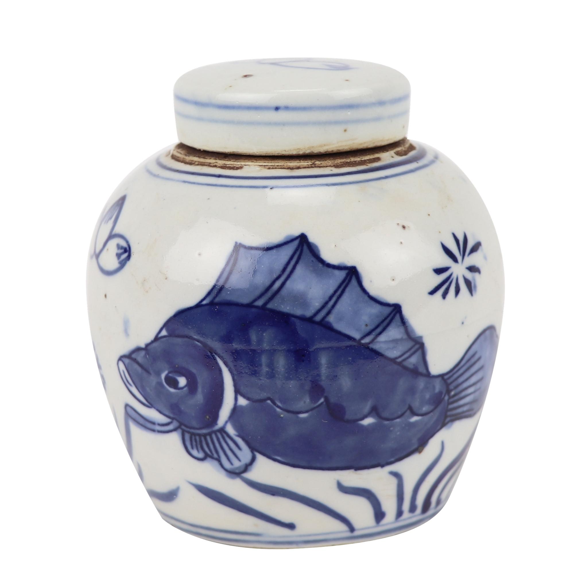 青花瓷鱼纹设计的陶罐