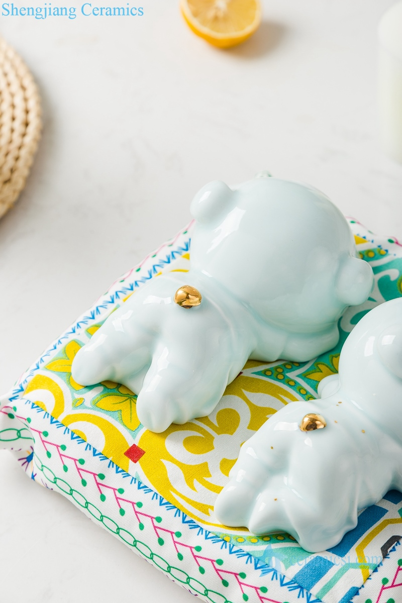 影青釉陶瓷镀金雕塑趴趴猪