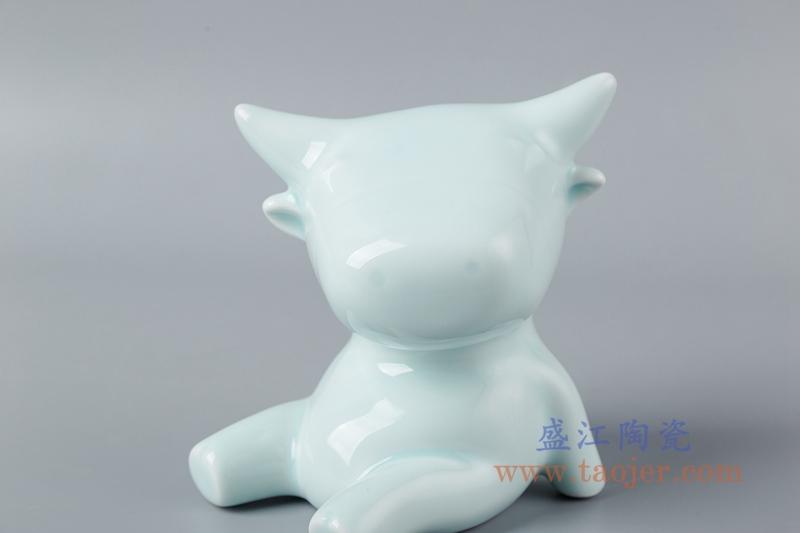 影青釉雕塑坐地牛座青牛