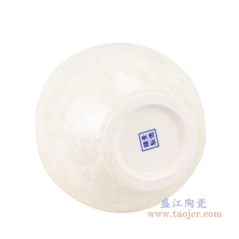 RZCU10 结晶釉纯白色底赏瓶底部