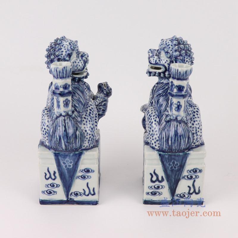 RZGB30青花雕塑蹲坐狮子狗烛台背面